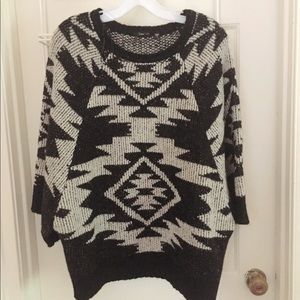 El Quetzal black and white sweater